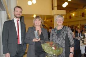 Karina Bergstrøm Larsen sammen med Andreas Krog og Lise Tajik fra Danske Flyvejournalister. Foto: Preben Pathuel.
